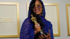 H.E.R., ganadora del Oscar a Mejor Canción Original por  Fight For You de la película Judas and the Black Messiah.