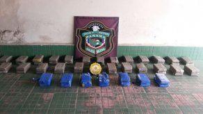 Unidades de la DIP decomisaron 64 kilos de cocaína en Volcán