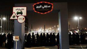 Riad permite que mujeres viajen sin permiso de un hombre