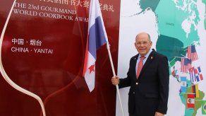 Charlie Collins es galardonado en China por su libro TACH