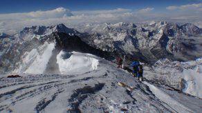 Los desperdicios humanos son un problema en el Everest