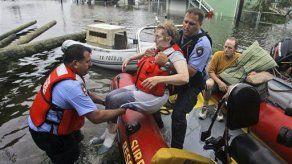 Casi 2 mil rescatados en Texas tras Ike