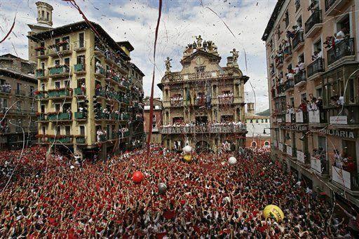 Miles de personas celebran fiestas de San Fermín