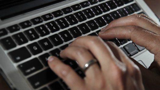 Los miembros del consorcio revisaron una lista de más de 50.000 números de teléfono e identificaron a más de 1.000 personas en 50 países.
