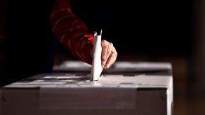 Malasia rebaja a 18 años la edad para votar