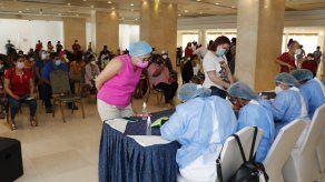La vacunación a los pacientes con cáncer se reanudará el lunes 10 demayo.