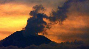 Volcán Popocatépetl emite una columna de gas y ceniza de 1