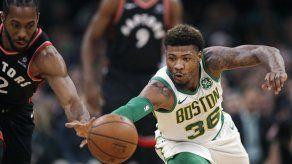 Celtics vence a Raptors gracias a los 27 puntos de Irving