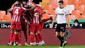 El Atlético gana 1-0 en Valencia y se afianza como segundo