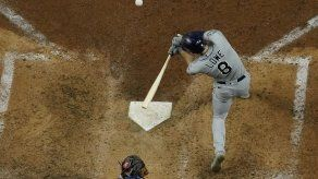 Lowe pega 2 HRs y Rays vence a Dodgers para igualar la serie
