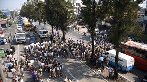 Atropellan a 13 estudiantes que protestaban frente a un colegio en Guatemala