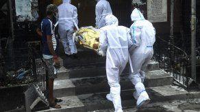En India la pandemia provoca más de 2.000 muertos diarios, siendo en el segundo país más poblado del mundo.