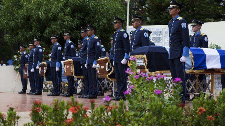 Nicaragua rinde homenaje a policías asesinados en ataque