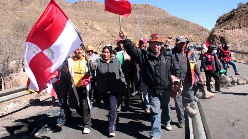 Ciudad boliviana, en huelga hace casi un mes, anuncia escalada de protesta
