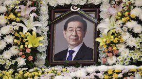 Muerte de alcalde de Seúl causa compasión y dudas