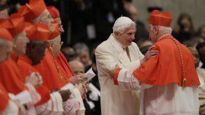 Benedicto VXI niega que los forzaran a renunciar