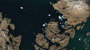 Iceberg que avanza por Groenlandia se ve desde el espacio
