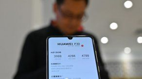 Maduro anuncia inversiones con Huawei pese a tremenda agresión de EEUU