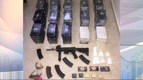 Hallan arma de guerra y droga dentro de una residencia en Don Bosco