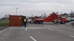 Caída de contenedor en la rotonda de la Avenida Omar Torrijos.