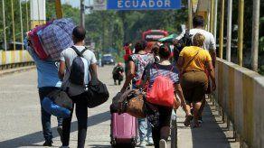 Decenas de venezolanos no logran ingresar a Ecuador