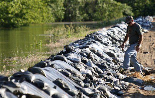 Aguas en zonas anegadas de EU son peligrosas para la salud