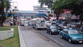 Prohibirán estacionamiento de vehículos en aceras y espacios revitalizados de la ciudad