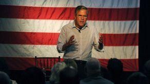 EEUU: Bush y Walker apoyan armas en centros de reclutamiento