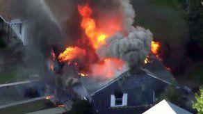 Casas en llamas debido a explosiones de gas en Massachusetts