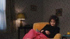 Helena Bonham Carter comparte su kit de supervivencia para el confinamiento: un vibrador y una manta muy pesada