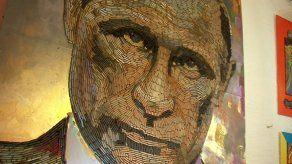 Artista ucraniana crea retrato de Vladimir Putin con 5.000 cartuchos de bala