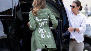 No me importa: la chaqueta de Melania Trump al ir a la frontera con México
