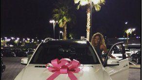 ¿Mayweather le regala camioneta a Liza Hernández?
