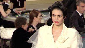 Lagerfeld apuesta por la chaqueta en láser 3D en su casino Chanel