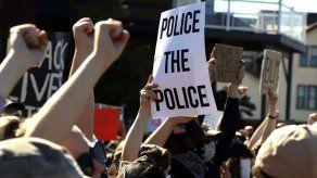 Abusos de policías en EEUU no son públicos hasta muy tarde