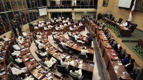Polémica por anuncio de bonos a diputados