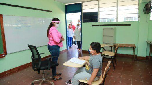 Gorday de Villalobos había anunciado que el retorno gradual a clases semipresenciales podría iniciar el próximo 12 de abril, sin embargo hoy aclaró que se trataba de una solicitud y una fecha probable.