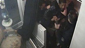 Cuatro policías inculpados por golpear a un hombre negro en Francia