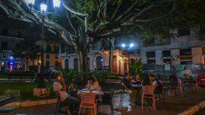 Publican acuerdo que concede exoneración de impuestos a restaurantes por uso de aceras y espacios públicos