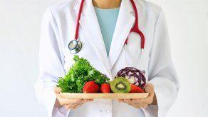Dieta baja en calorías que simula el ayuno alivia los problemas estomacales