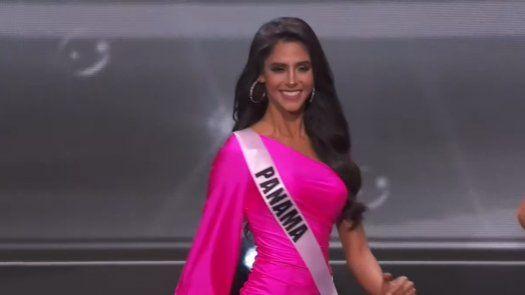 Carmen Jaramillo al momento de la primera presentación de la preliminar de Miss Universo.