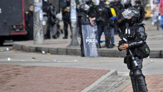 La comunidad internacional ha señalado los excesos cometidos por la fuerza pública durante las protestas en Colombia, mientras el gobierno denuncia actos vandálicos e infiltración de grupos armados en las protestas.