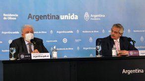 Presidente argentino despide a ministro Salud por vacunas