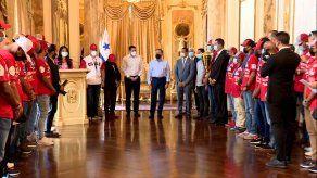 Jugadores de Coclé,campeones del Béisbol Juvenil, fueron recibidos en el Palacio de las Garzas porel presidente Laurentino Cortizo.