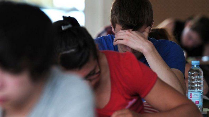 Estudiantes latinoamericanos de secundaria: mucha felicidad y peores resultados