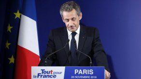 Francia: Sarkozy reconoce derrota en elección primaria