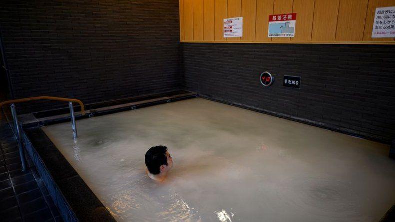 Japoneses recuperan el placer de las aguas termales, prohibido en el estado de emergencia