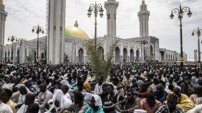 Miles de senegaleses participan en la inauguración de la gran mezquita de Dakar