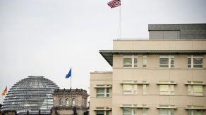 El escándalo por el espionaje amigo que EEUU practicó a Merkel y otros líderes salió a relucir en 2013 y empañó las relaciones entre los dos grandes aliados transatlánticos, Berlín y Washington.