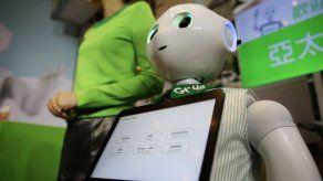 Asimo conoce a Pepper: Honda y Softbank colaboran en robots